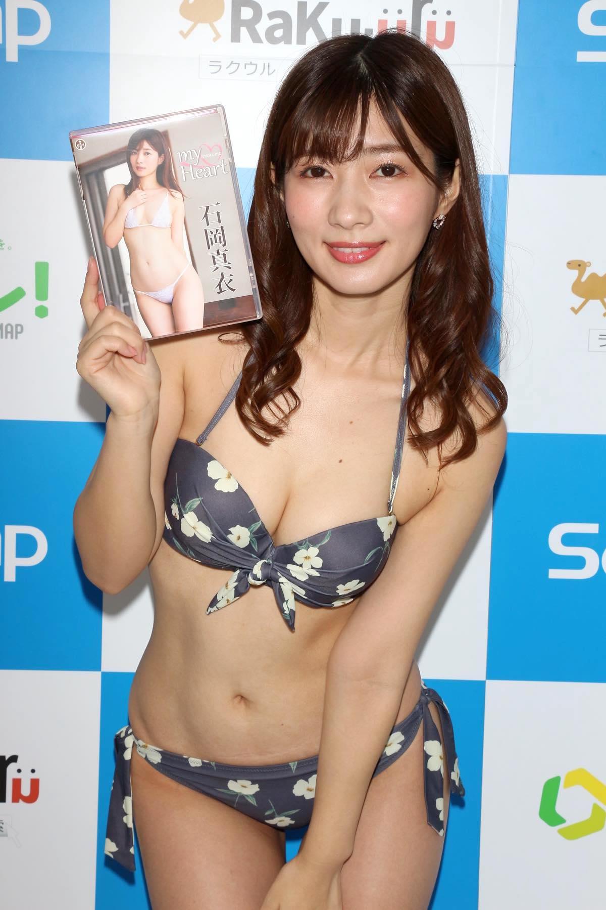 石岡真衣のグラビア水着ビキニ画像041