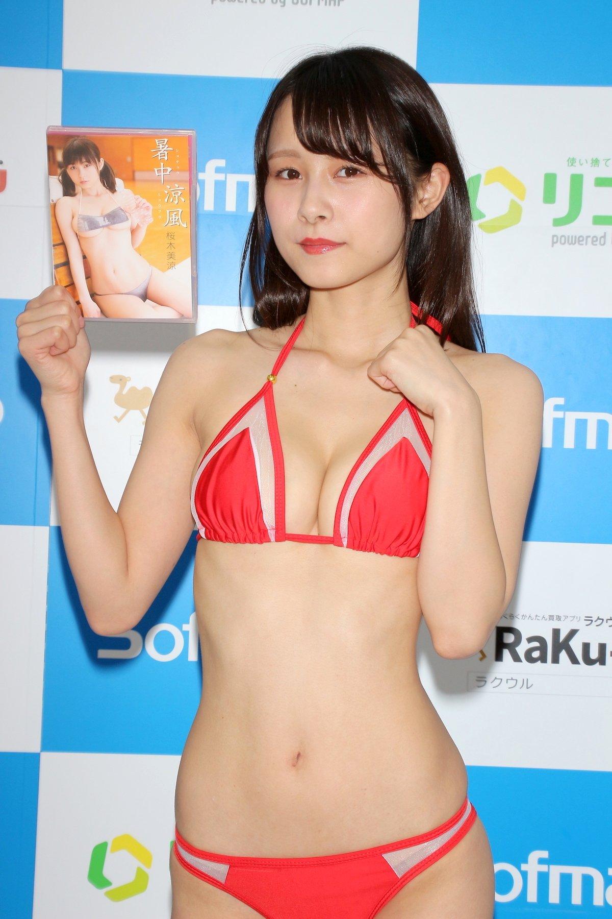 桜木美涼「Y字バランスに挑戦」意外とできちゃった【画像55枚】の画像045