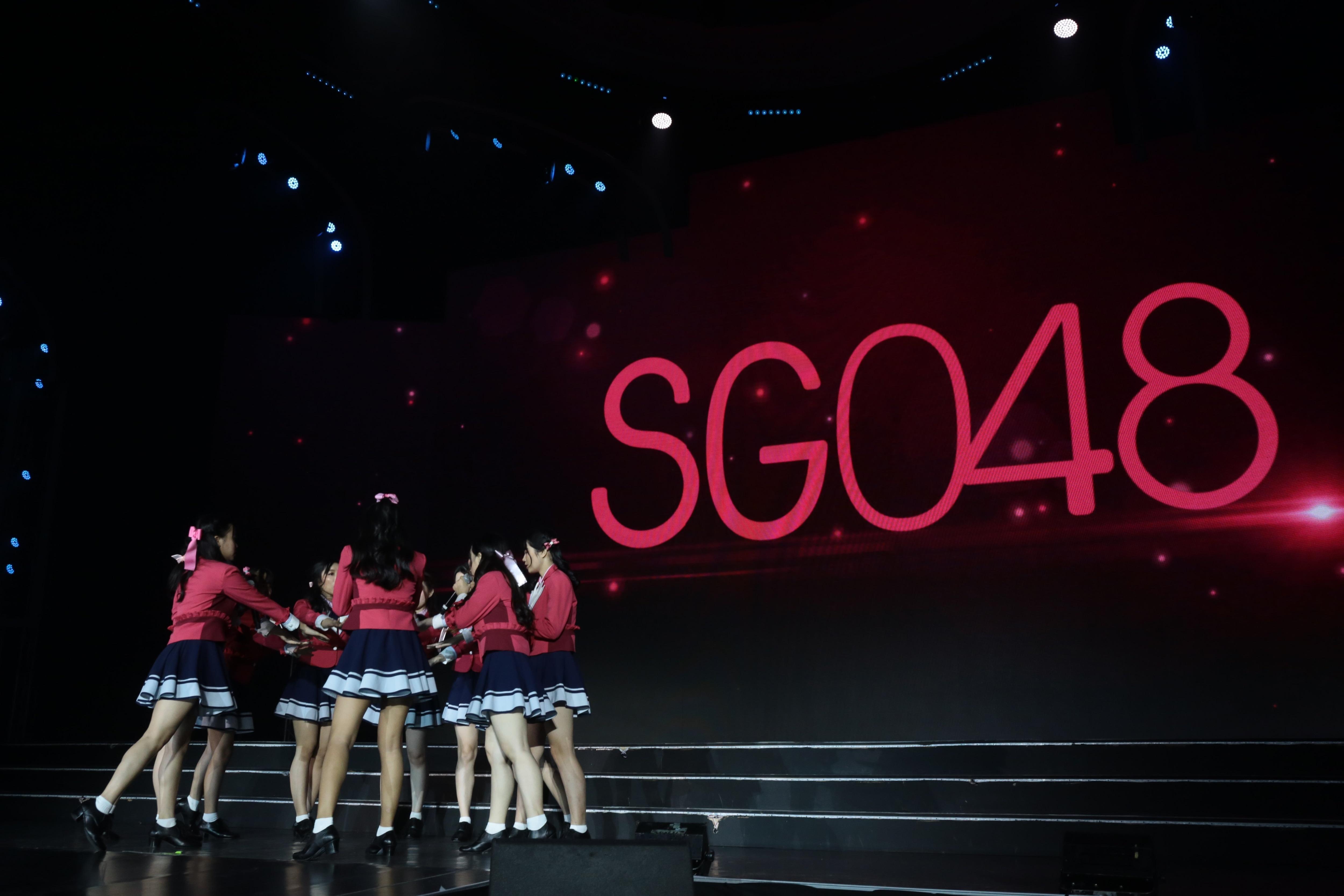 AKB48ほか、海外の姉妹グループが集結し『恋するフォーチュンクッキー』を熱唱!【写真23枚】の画像018
