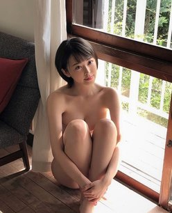 """""""Gカップ女優""""忍野さら「全裸に見えちゃう…!」安心できない胸チラ【画像2枚】の画像"""