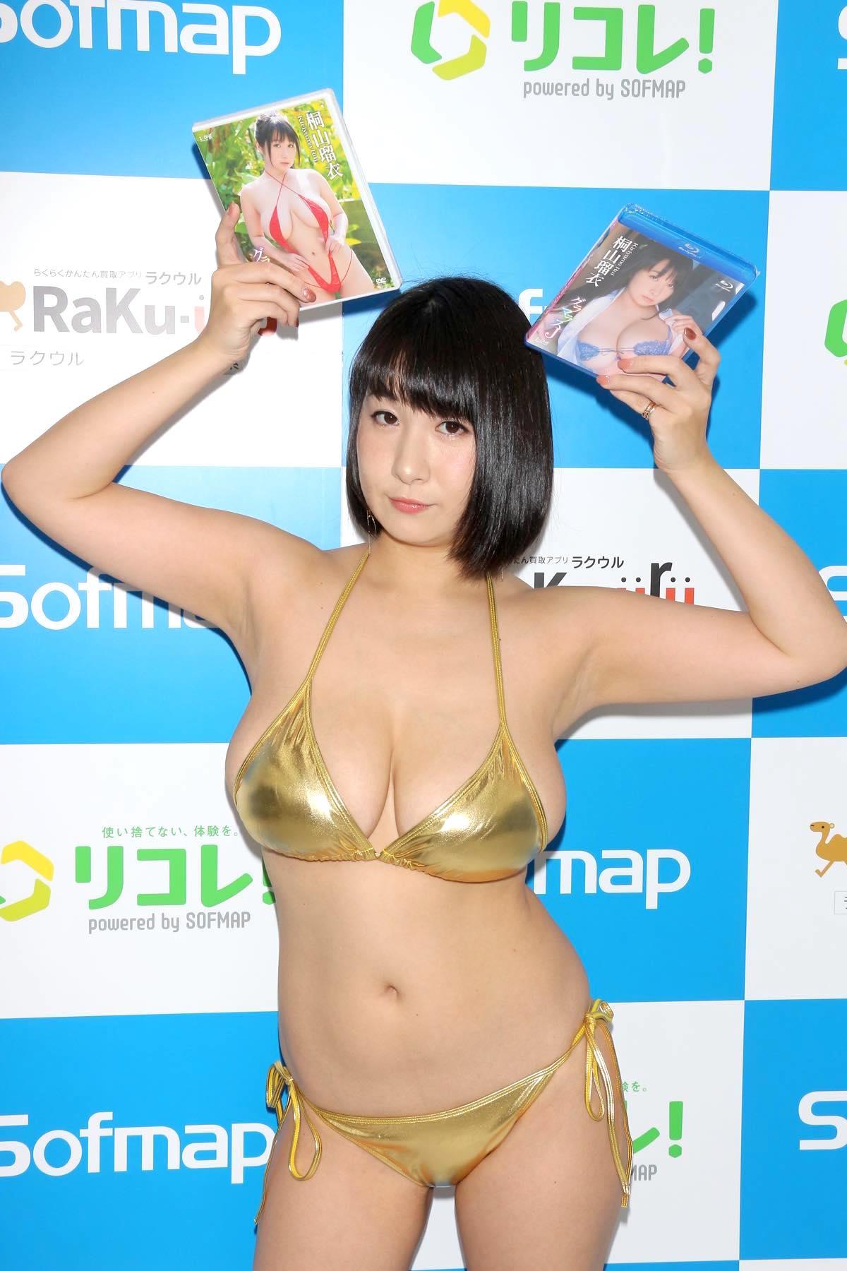 桐山瑠衣の水着画像28