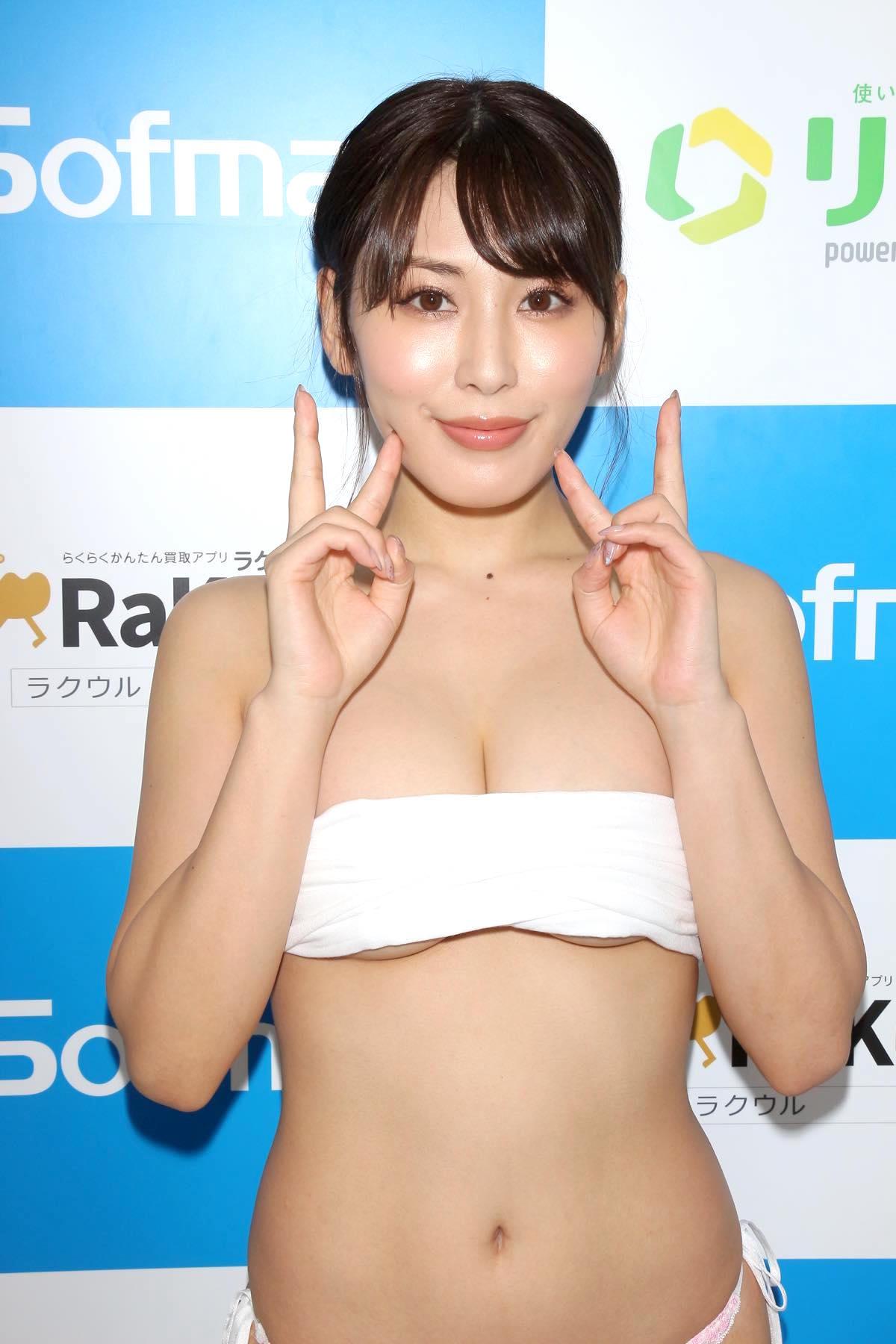金子智美の水着ビキニ画像19