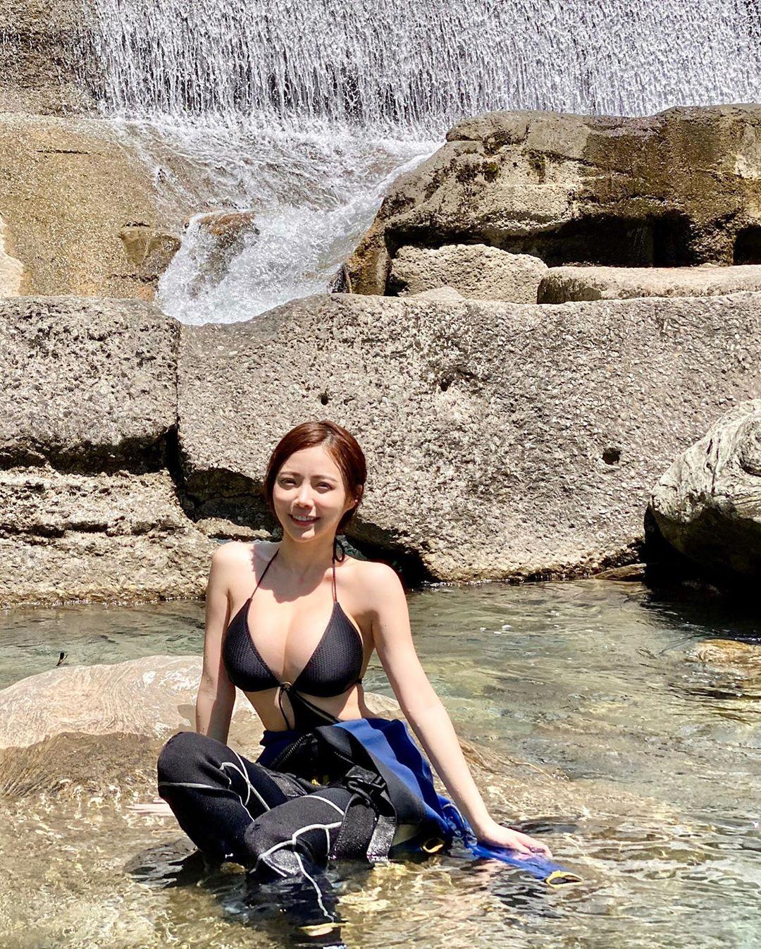 アンバー・ナ「大自然でさわやかセクシー」ダイビングで大はしゃぎ!【画像9枚】の画像007