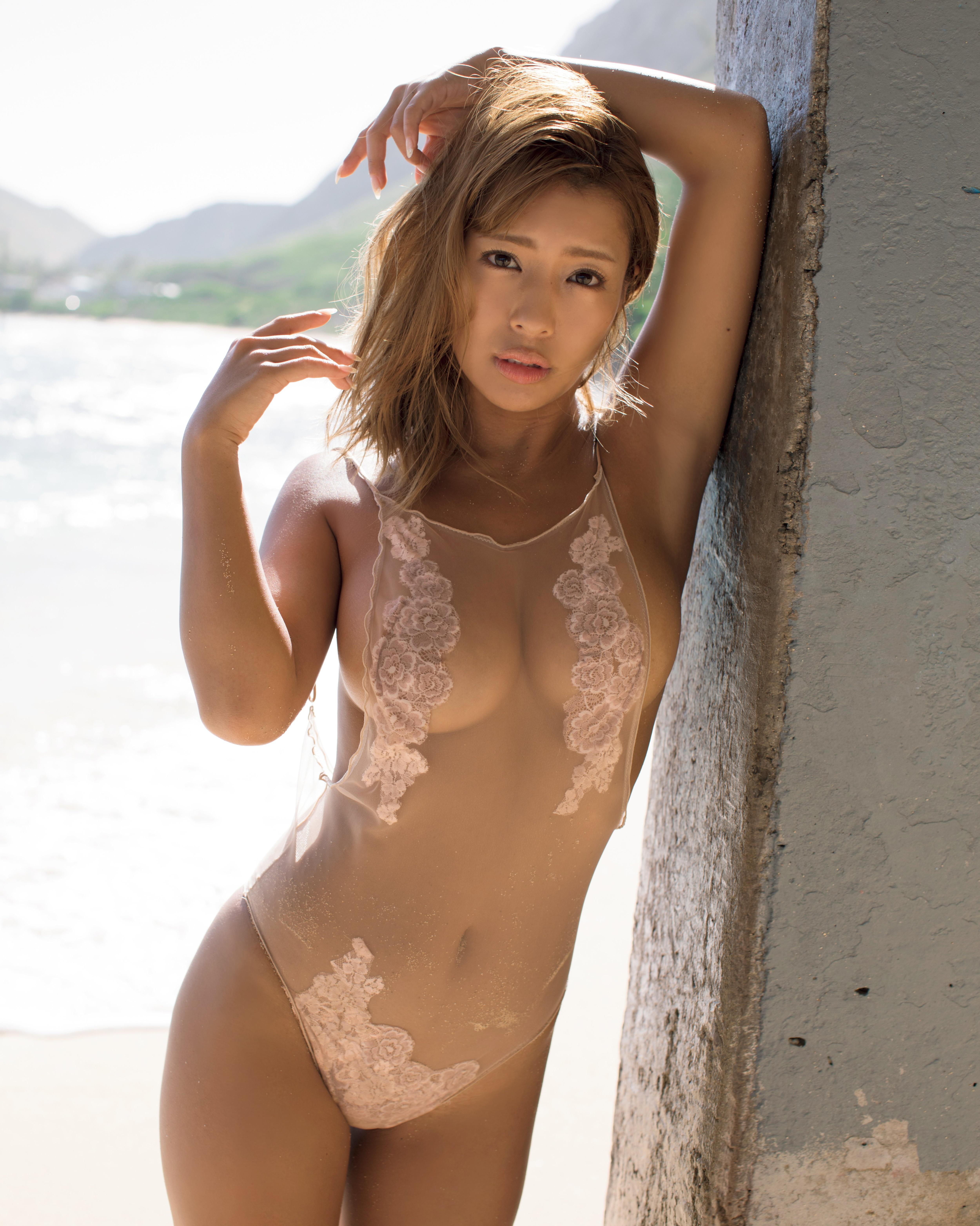 橋本梨菜のグラビア水着ビキニ画像13