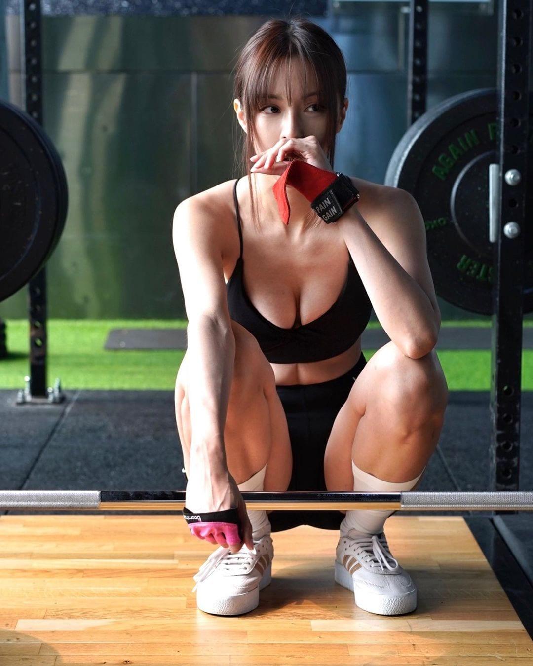 キャスリン・リー「セクシーすぎるトレーニング!」露出度高いウェアスタイルを大量投下【画像8枚】の画像002