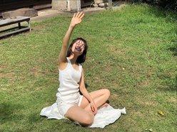 乃木坂46清宮レイ「タンクトップ&ショーパンが眩しい」雑誌撮影のオフショットを披露の画像