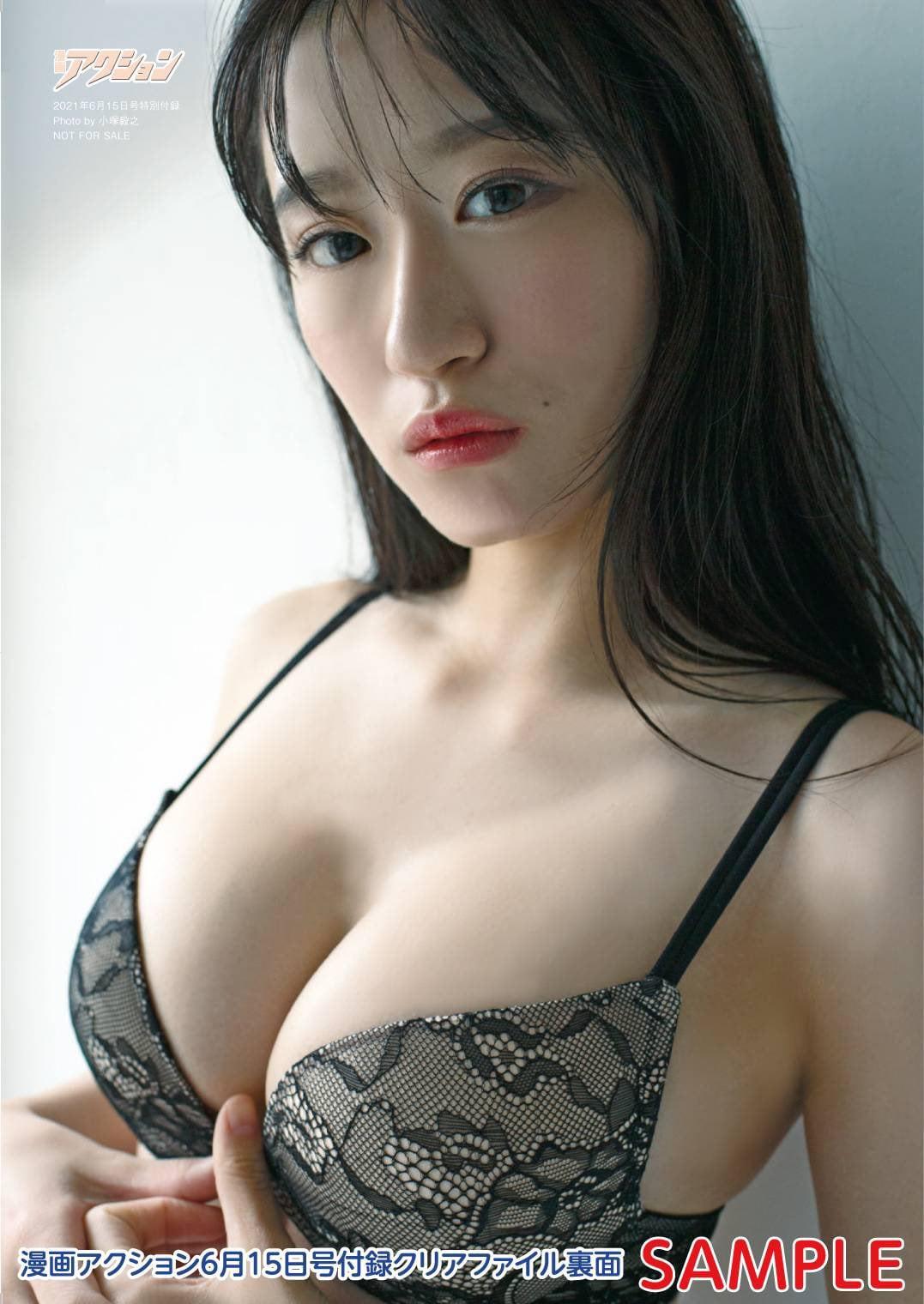 NMB48上西怜「大人れーちゃんにドキっ」『漫画アクション』のグラビアオフショットにファン歓喜【画像4枚】の画像001