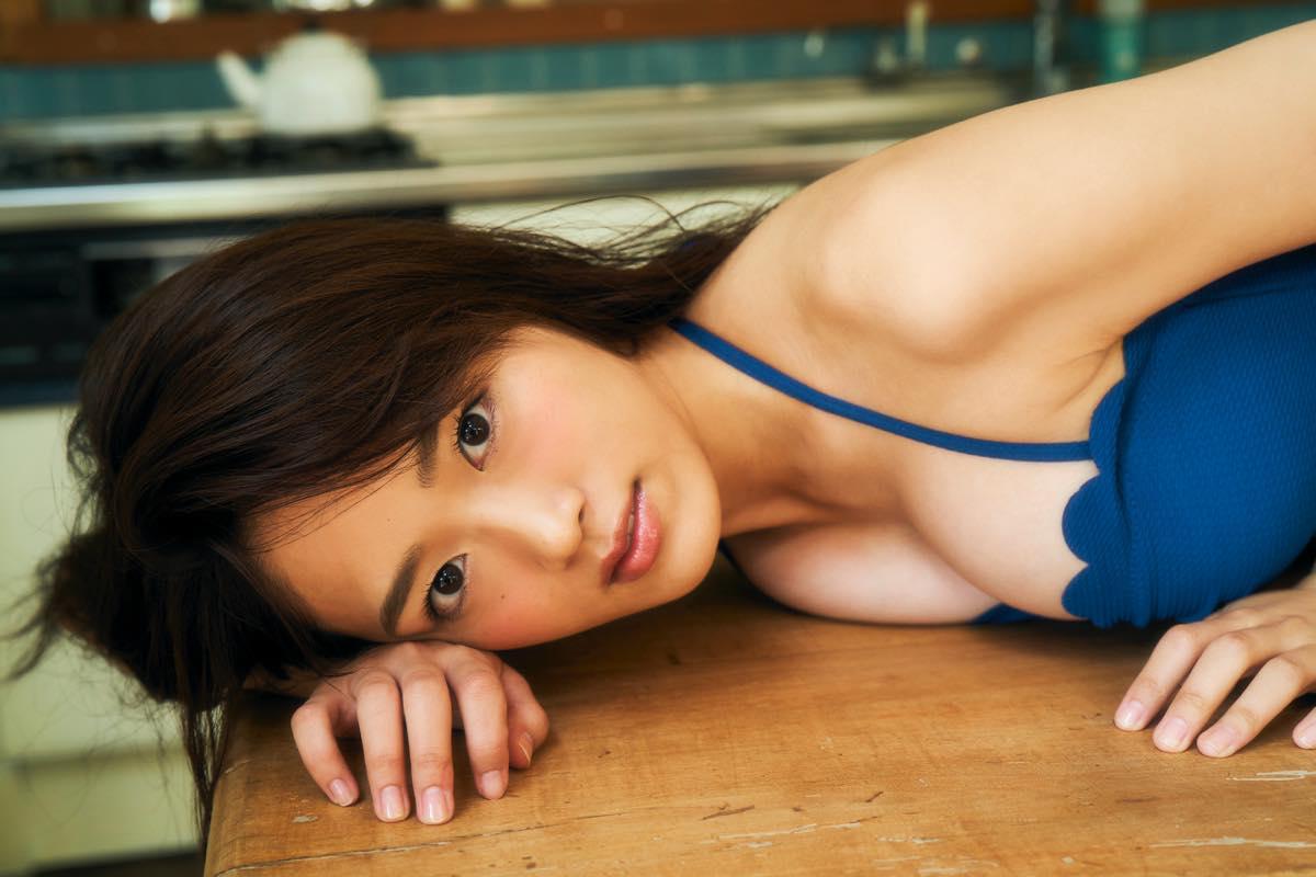 清水綾乃が『漫画アクション』の表紙巻頭グラビアに登場!【写真9枚】の画像005