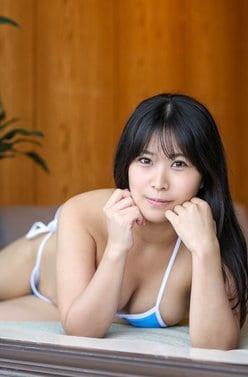 妖艶美女・西村禮「覗いたでしょ…?」極小ビキニでストレッチ【画像2枚】の画像
