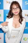 堀尾実咲「シャツの下は着てないの」危ない撮影に挑戦【写真42枚】の画像025