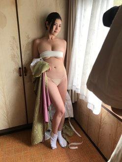G乳・草野綾「たわわなバストでサラシが破けそう!」美人仲居の甘美なカラダ【画像2枚】の画像
