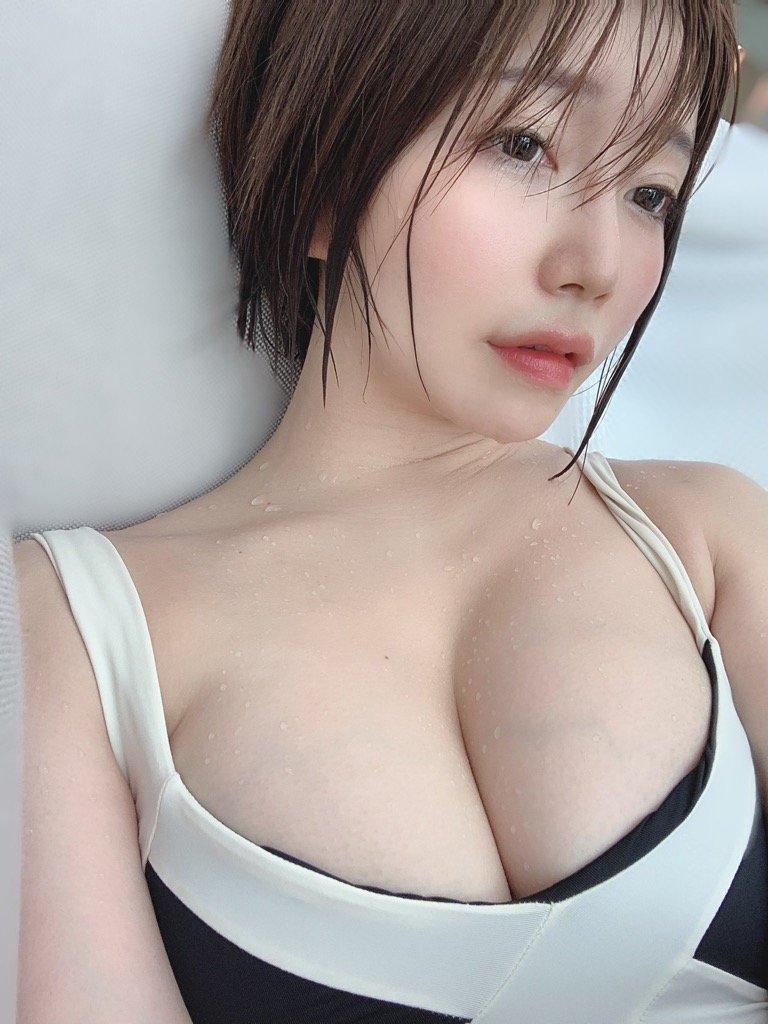 古河由衣「濡れ乳を超ド接写!」胸元に浮き上がる血管もセクシー【画像2枚】の画像001