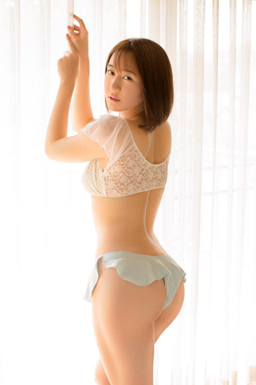 依東杏奈「限界ギリギリ」過激なハイレグ水着がお気にいり【写真17枚】の画像009