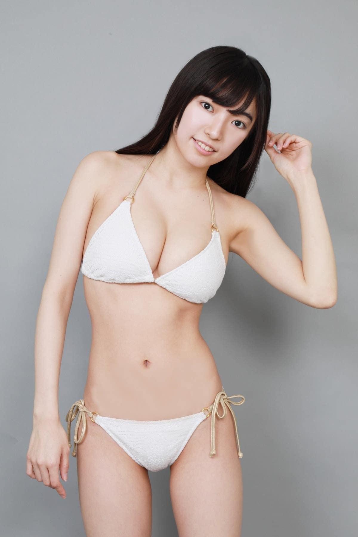 桜田愛音のグラビア水着ビキニ画像0012