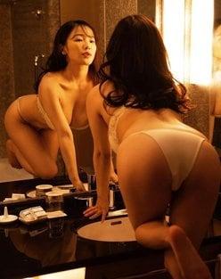 """""""童顔ボイン""""天木じゅん「鏡の前で四つん這い」完璧ボディをチェック!の画像"""