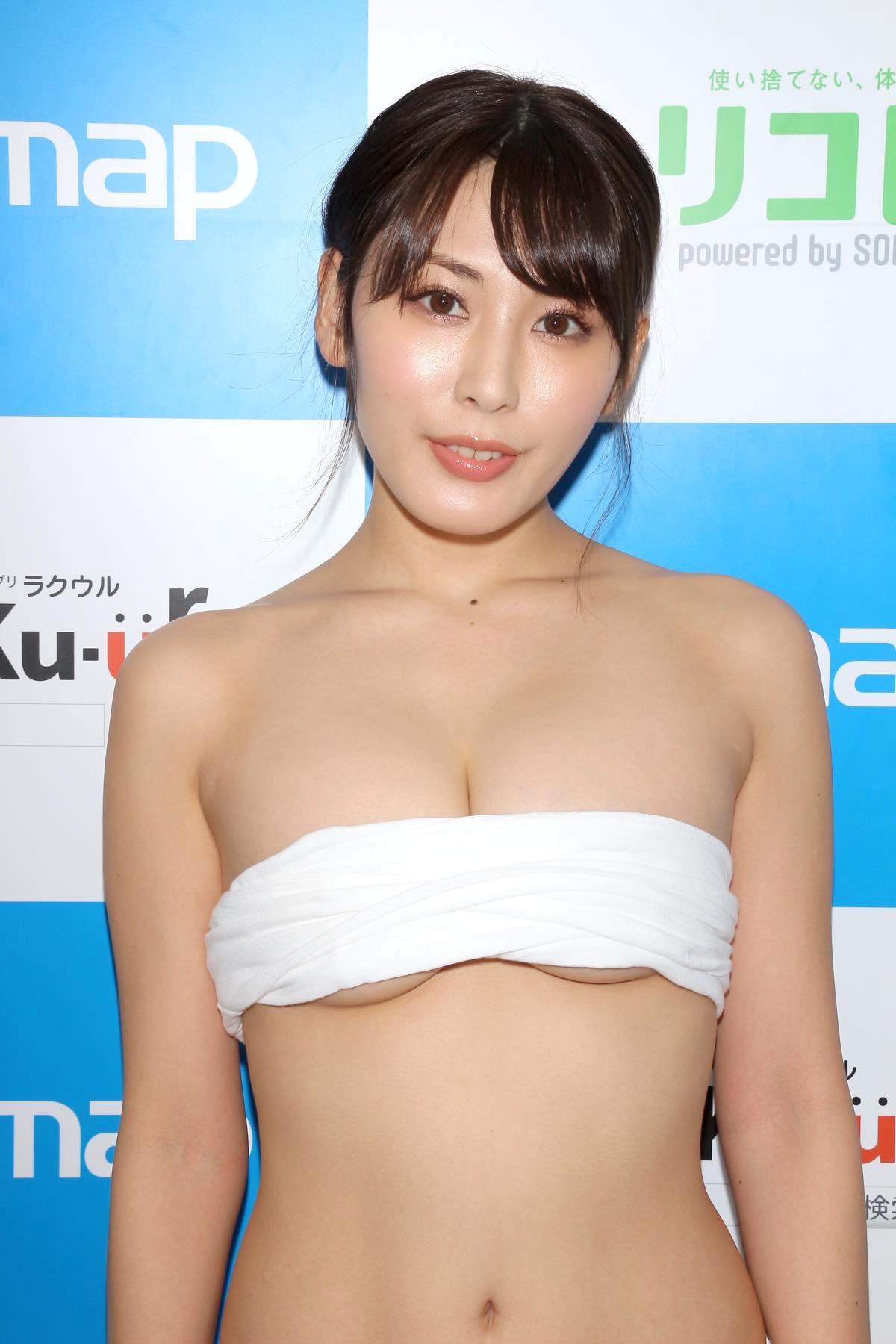 金子智美の水着ビキニ画像12