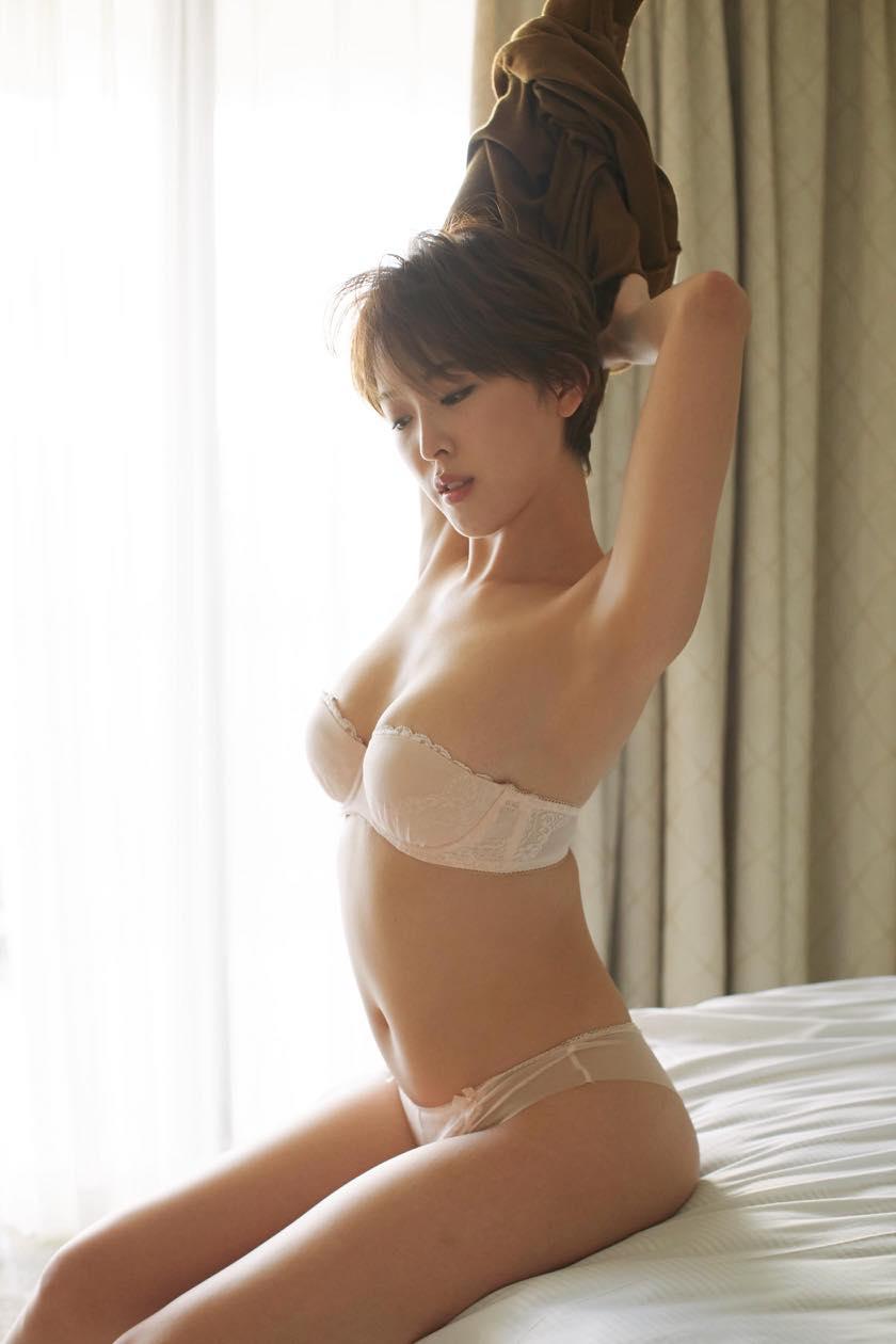 忍野さら「色気ムンムン」ショート美女のゆるふわボディ【写真9枚】の画像001
