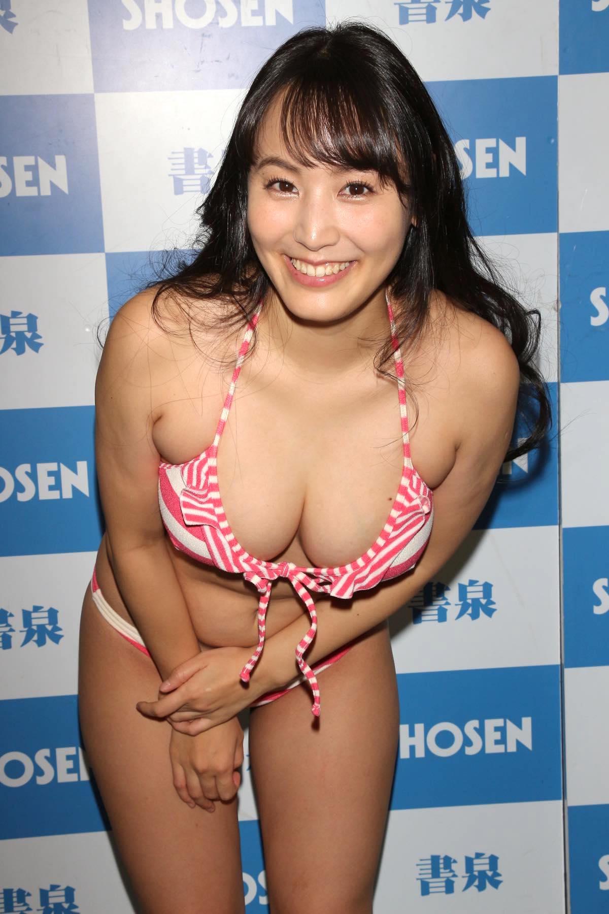 浜田由梨のグラビア水着ビキニ画像025