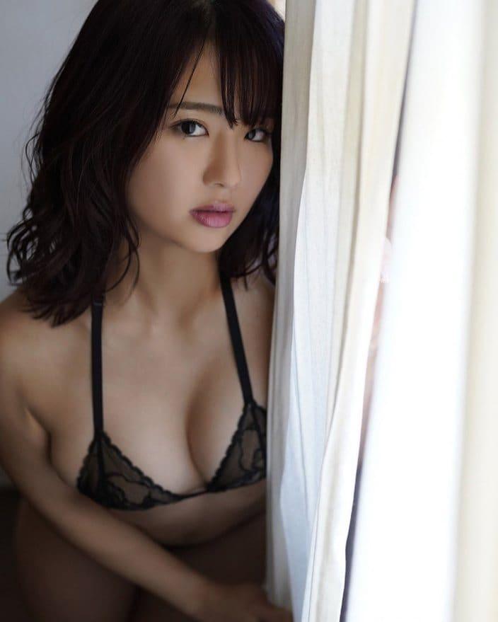元AKB48平嶋夏海「色気がムンムン…」スケスケ・ランジェリーで2021年カレンダーを告知の画像