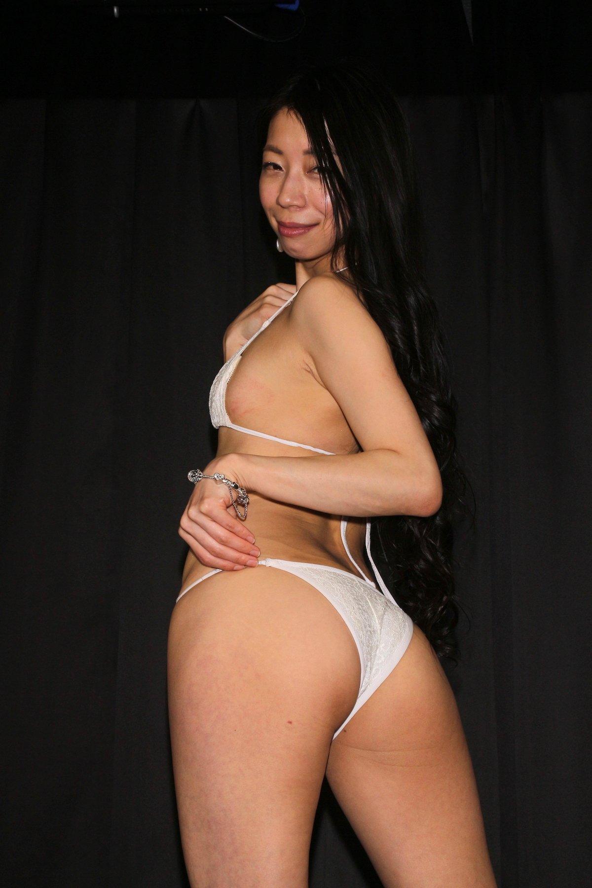 岩崎真奈「ベンチの縁にこすったり」私史上最高にセクシー【画像50枚】の画像011