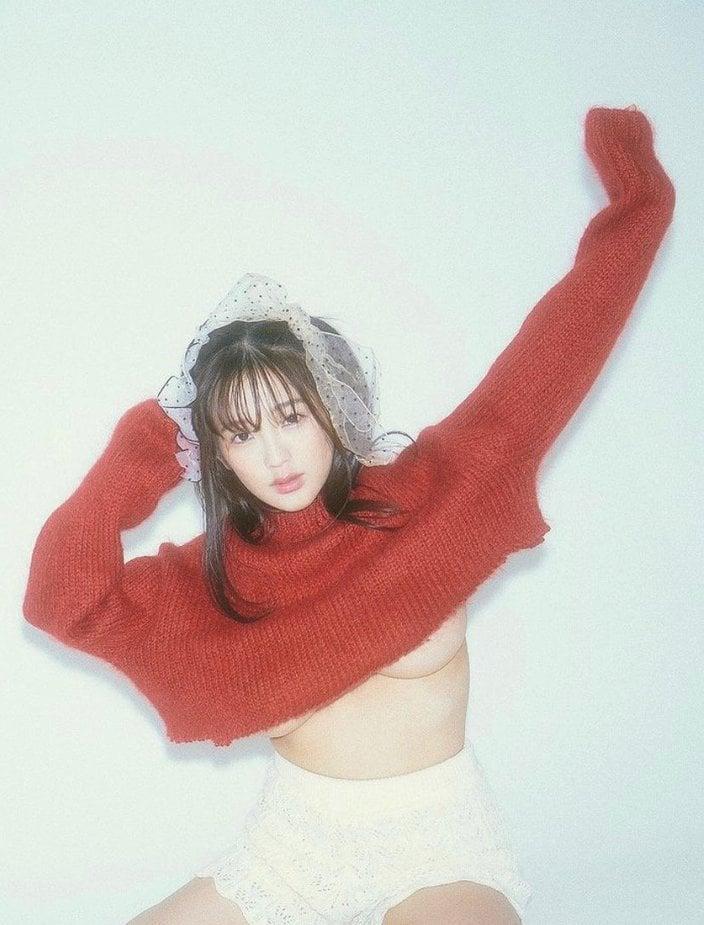 「ポロリ寸前のえちえちコーディネート」童顔グラドル・天木じゅんが極小セーターで魅了の画像