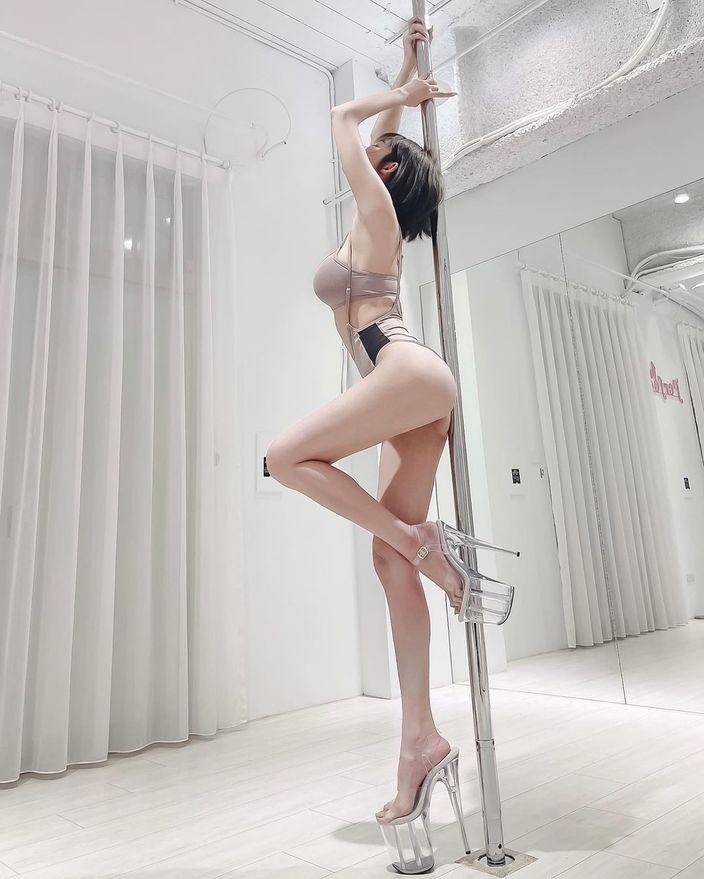 シャオ・シュエ「スラリと伸びた超絶スタイル」レオタード姿がエッチ…【画像2枚】の画像