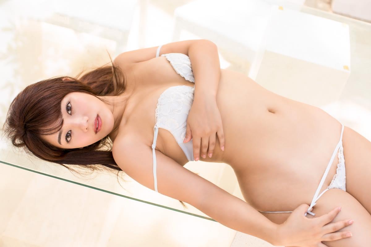 大川成美「元銀行員グラドル」スーツの下はむっちむちボディ!【写真24枚】の画像003