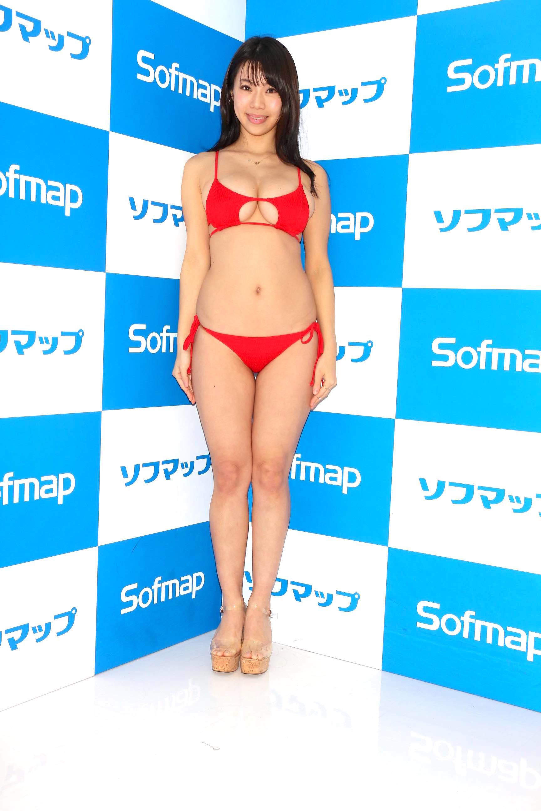 鈴木ふみ奈「待望のビキニ姿」2年半ぶりのDVDを発売!【写真23枚】の画像001
