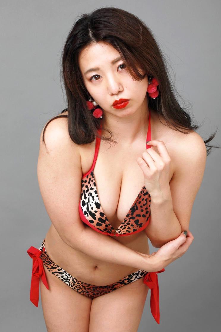 高田千尋「セクシーすぎる女芸人」の女豹ビキニ姿が妖艶!【写真19枚】の画像019