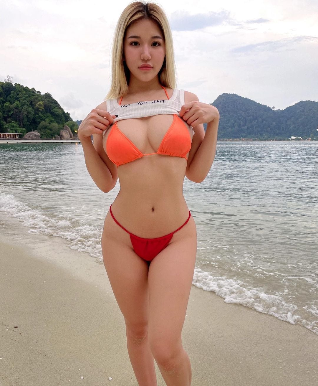 シュー・プーイー・イー「マレーシアの露出姫」美ボディを真っ赤なビキニで…【画像3枚】の画像003