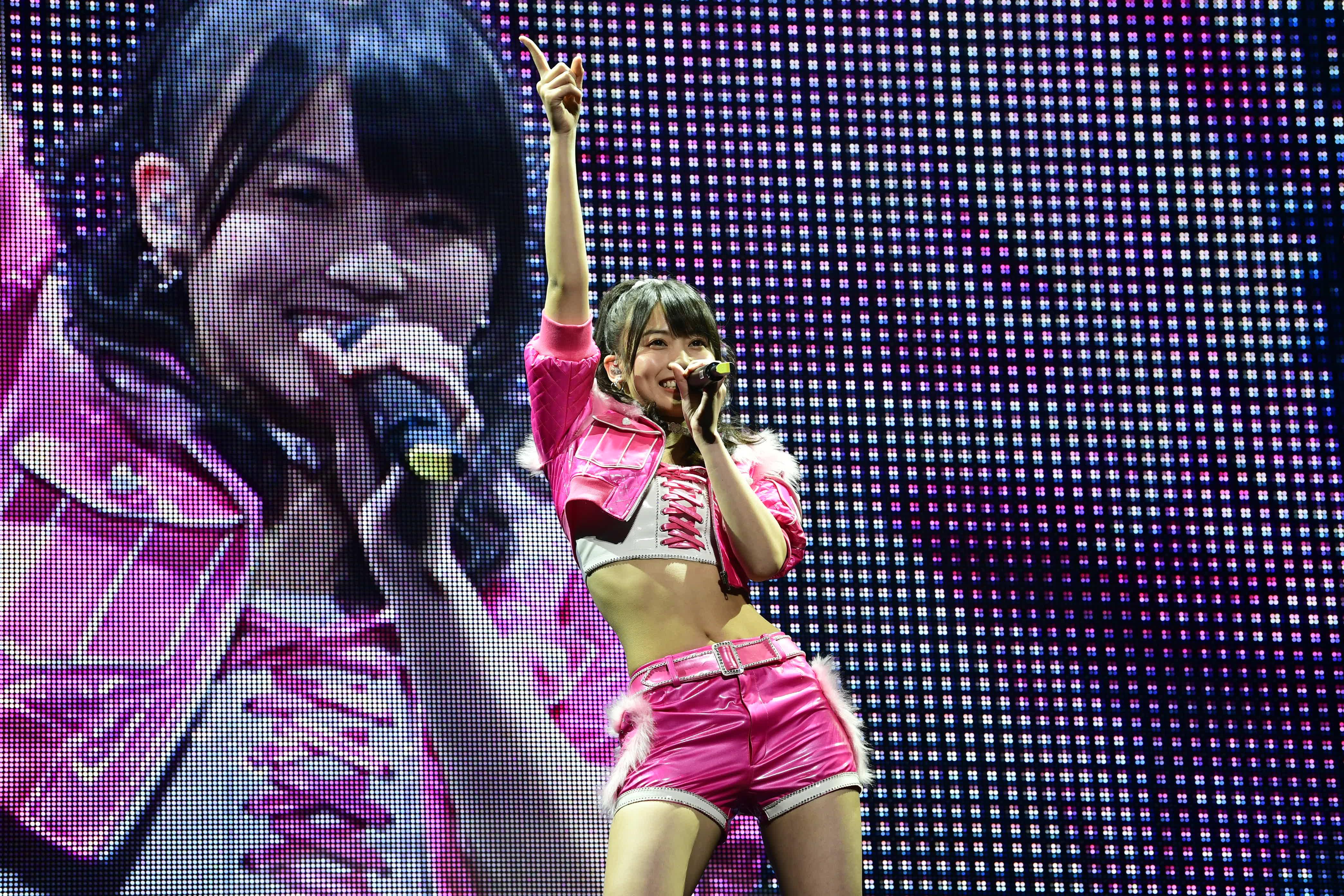 AKB48岡部麟、ソロコンサートに小嶋陽菜がサプライズ登場!【写真10枚】の画像001