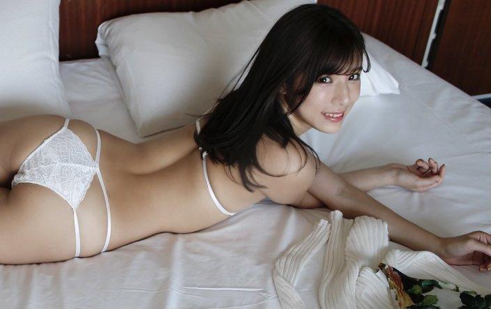 あざカワ美女・夏本あさみ「純白ランジェリー姿でナニをする?」魅惑の愛されヒップの画像