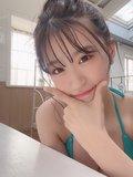 NMB48上西怜「プリプリのお胸をぎゅー」エメラルドグリーンの水着がセクシー【画像2枚】の画像001