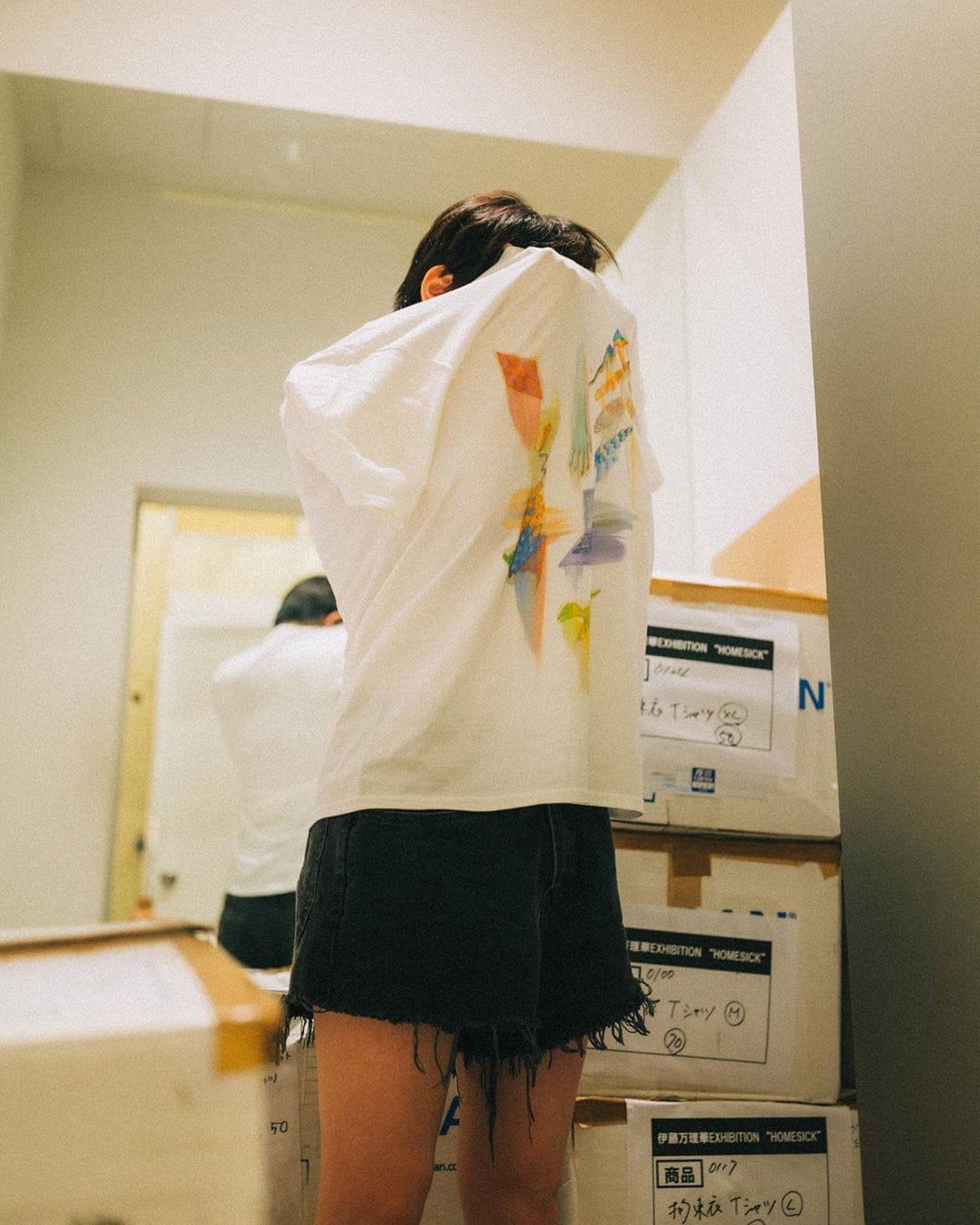 元乃木坂46伊藤万理華「Tシャツお着替え!」福岡で開催中の個展をアピール【写真3枚】の画像003