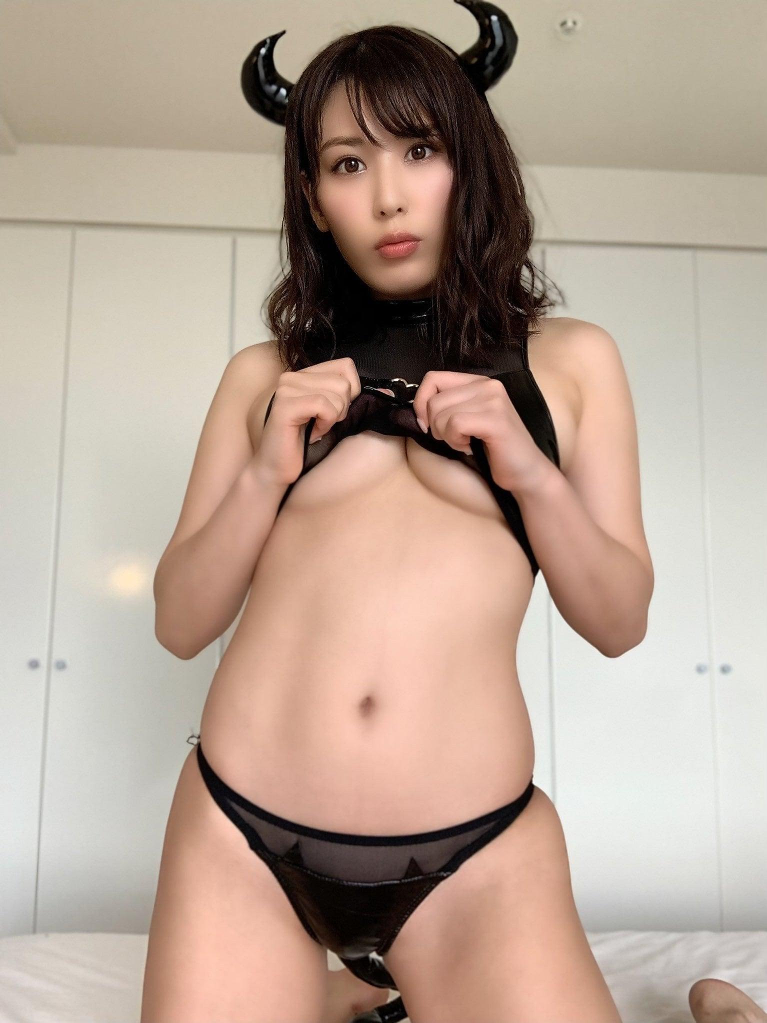 金子智美「下乳、見せてあげる!」えちえち悪魔のご褒美に大興奮【画像3枚】の画像001