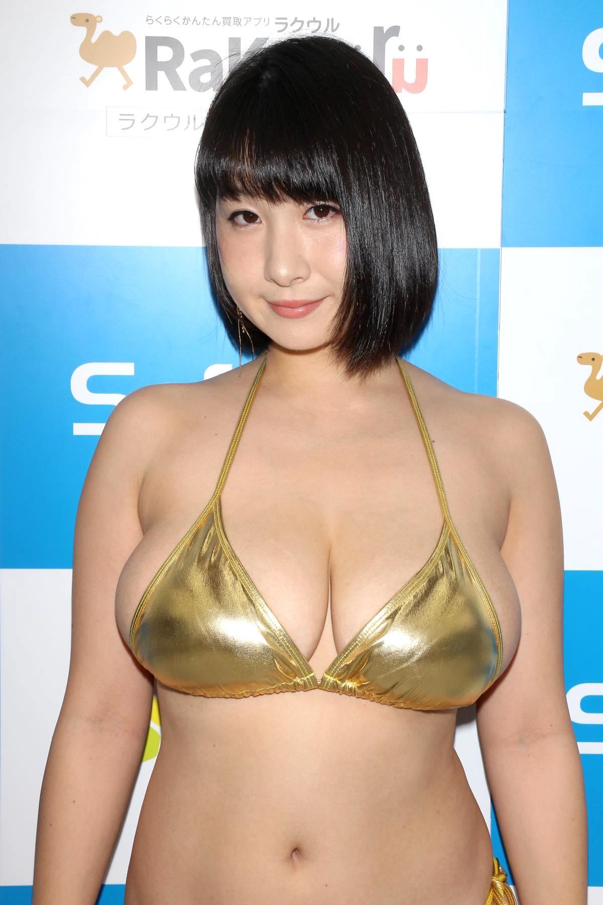桐山瑠衣の水着画像1