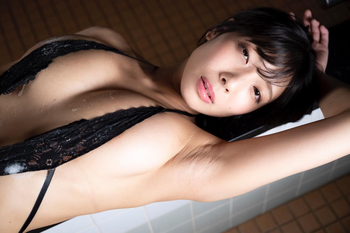 麻倉まりな「ライブでは乳を出していないのでグラビア感は出してないです」の画像011