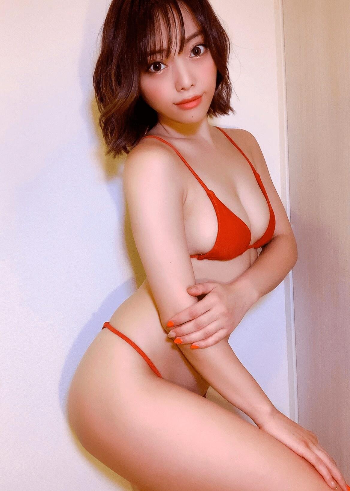 石川あんな「赤ビキニで尻テロ!」情熱的な食い込み【写真2枚】の画像002