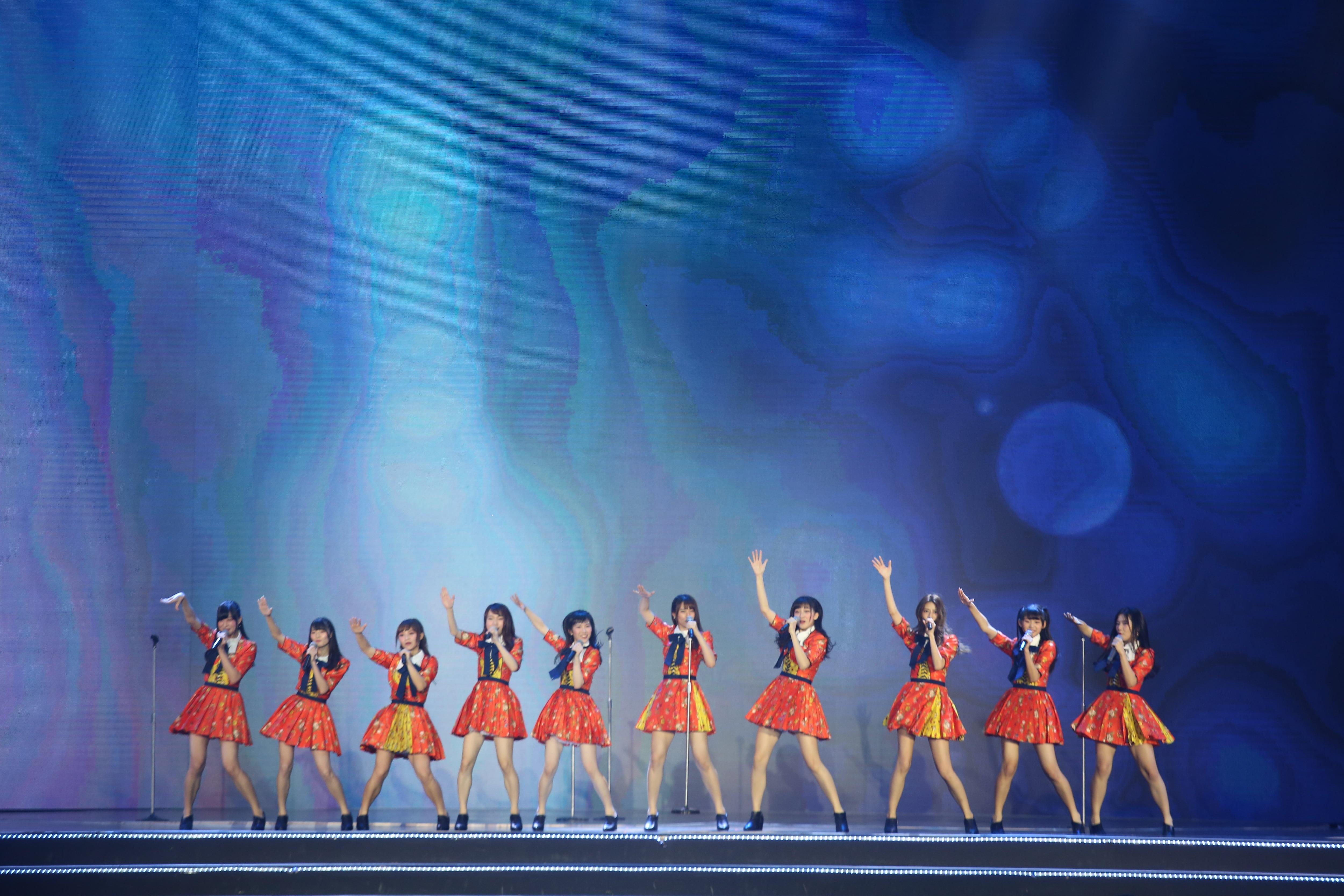 AKB48ほか、海外の姉妹グループが集結し『恋するフォーチュンクッキー』を熱唱!【写真23枚】の画像004