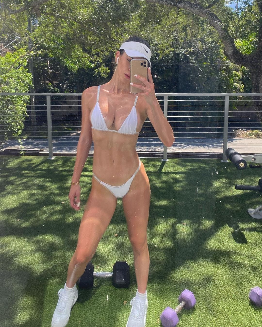アンジェラ・サグラ「マッスルボディに驚き!」美しい腹筋、尻、太もも…【写真5枚】の画像003
