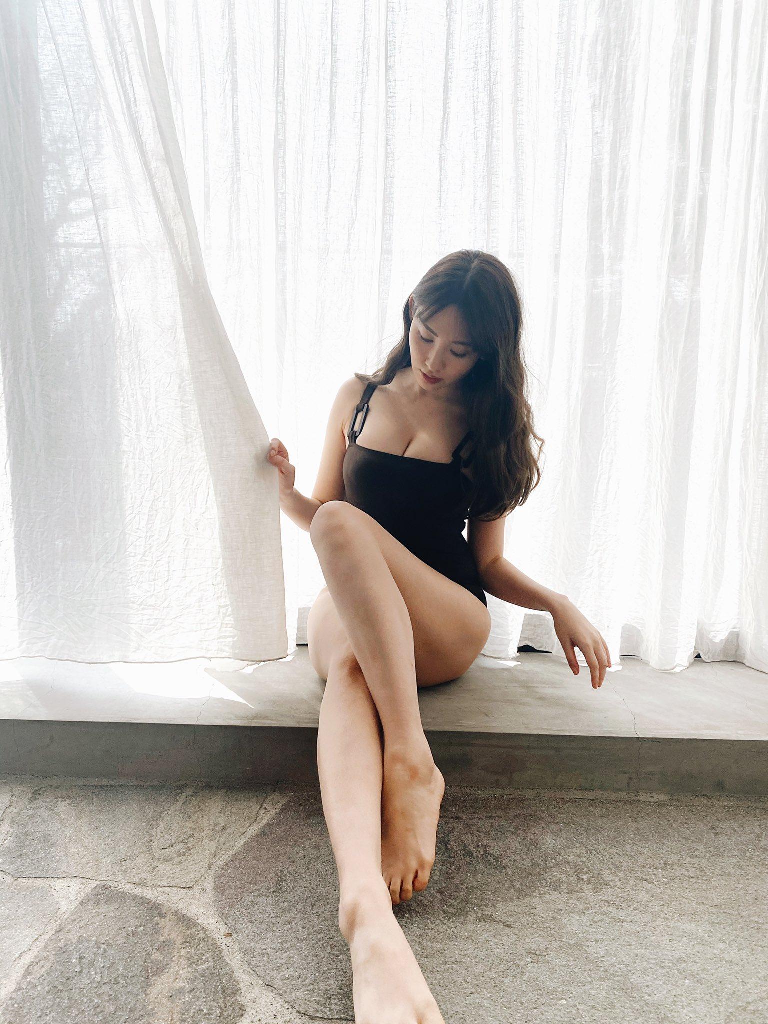 小嶋陽菜「オトナな美ボディにドキっ」大胆水着に「セクシー!」「彼女になってほしい」【画像4枚】の画像004
