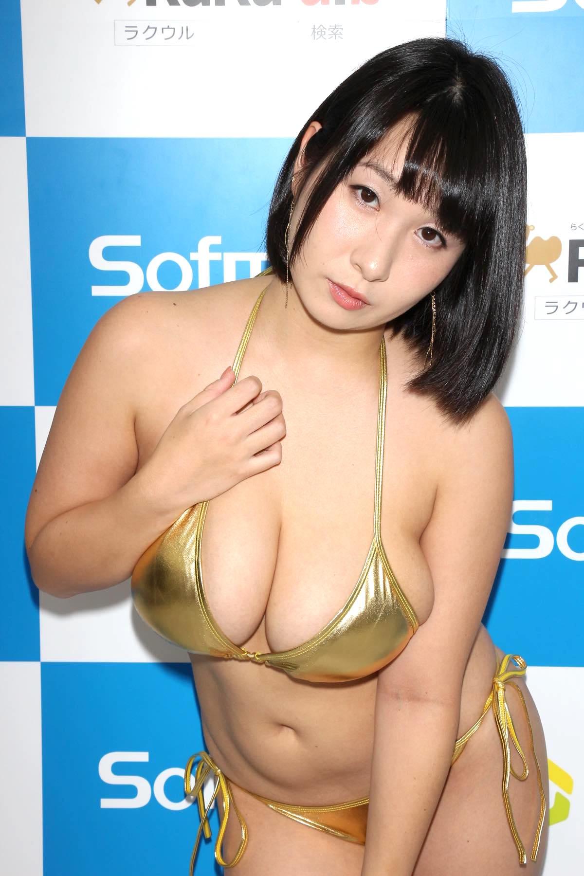 桐山瑠衣の水着画像21