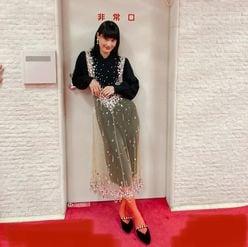 橋本愛「ドレス姿でスラリ!」非常口前での?美スタイル披露に反響【画像2枚】の画像