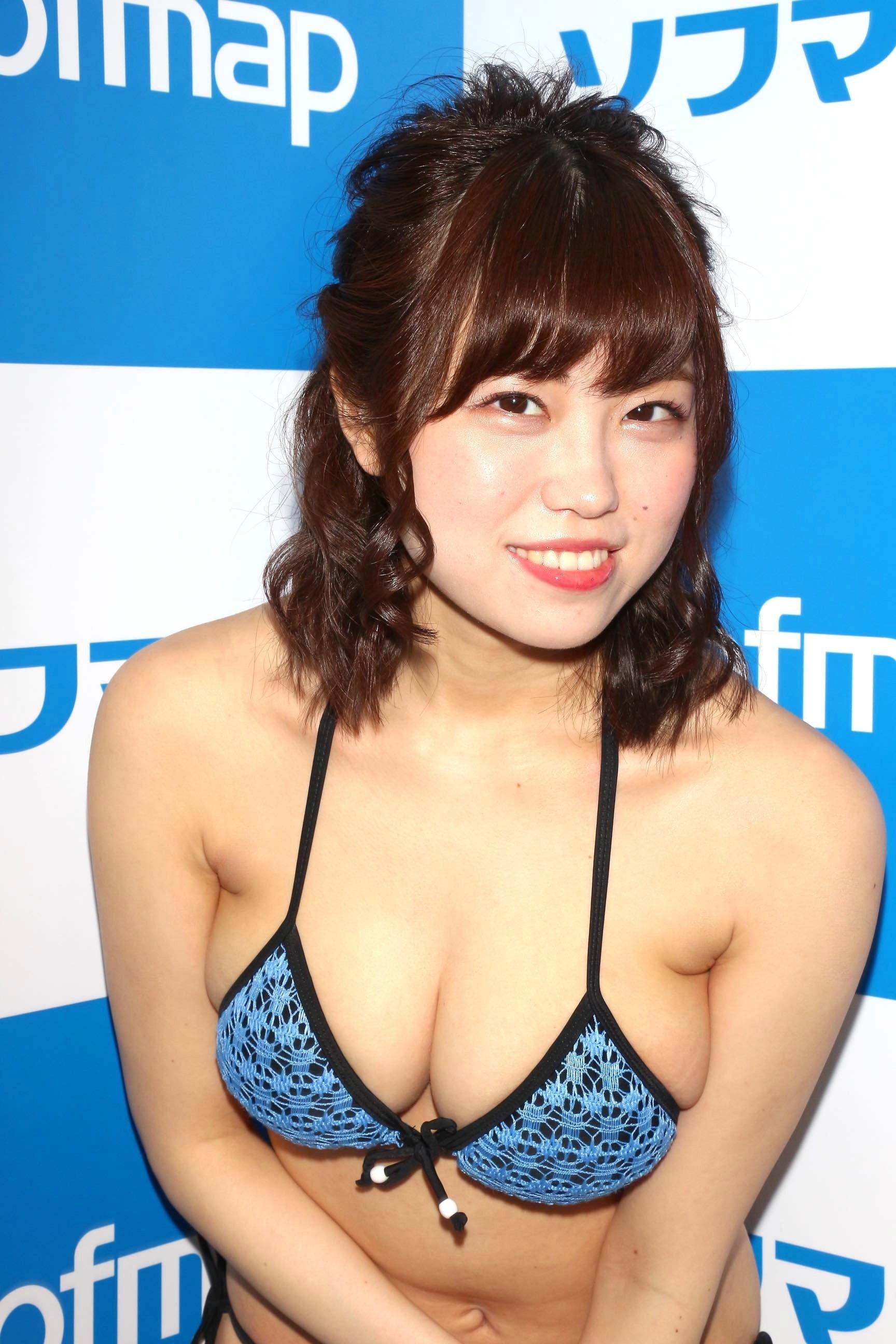 麻亜子「はみ出しバスト」が大爆発!【写真29枚】の画像015