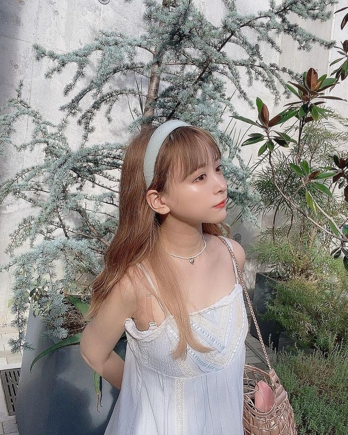 元SKE48平松可奈子「ガーリーなキャミワンピ姿」美しいデコルテにファン歓喜【画像3枚】の画像