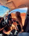 """リリー・メイマック「オーストラリアの""""ちっぱい""""モデル」大自然の中でドライブ…?【画像3枚】の画像003"""