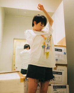 元乃木坂46伊藤万理華「Tシャツお着替え!」福岡で開催中の個展をアピール【写真3枚】の画像