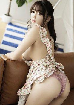 Gカップ美女・森咲智美「横乳丸見えの裸エプロン」エチエチ奥様がお出迎えの画像