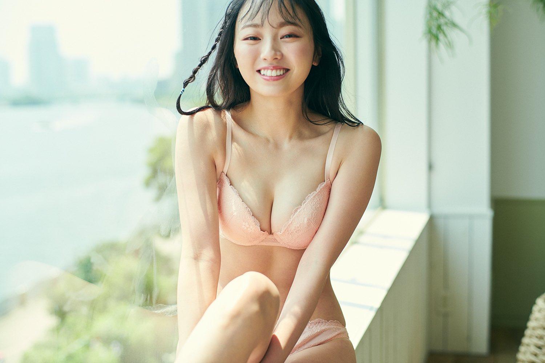 元欅坂46今泉佑唯「美バストに胸キュン」可愛らしいランジェリー姿を披露【画像4枚】の画像004