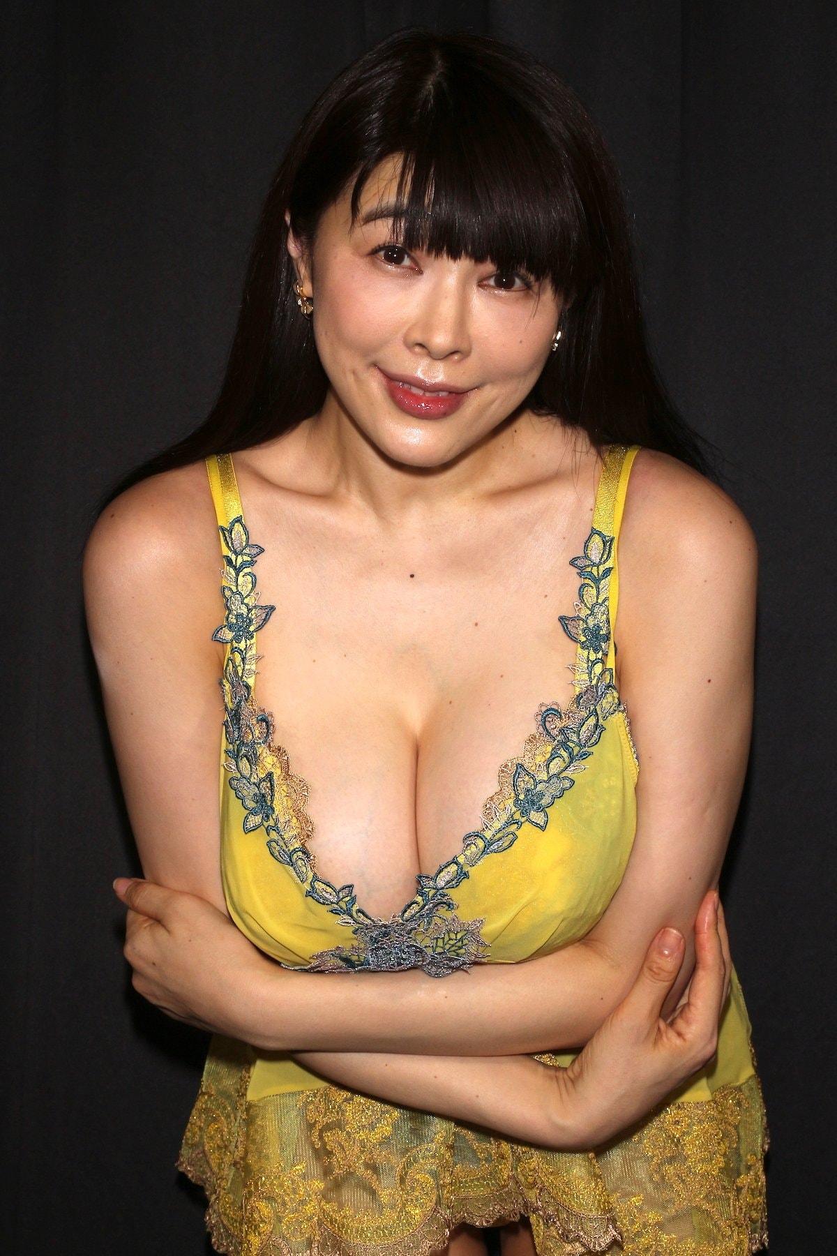 松坂南「襦袢を着崩してMっぽい雰囲気に」和風セクシーに挑戦【画像46枚】の画像044